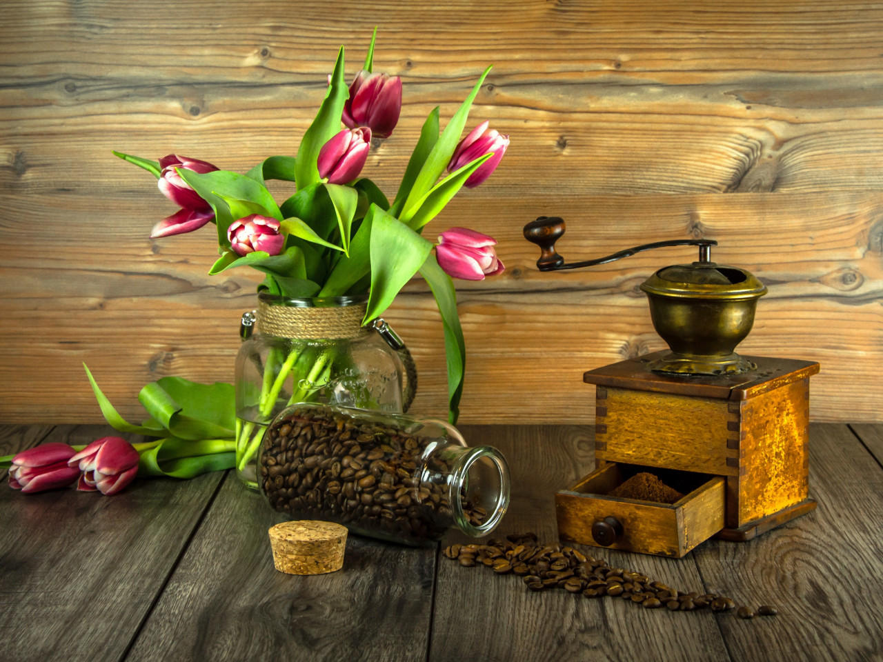 Red tulips and coffee grains wallpaper 1280x960