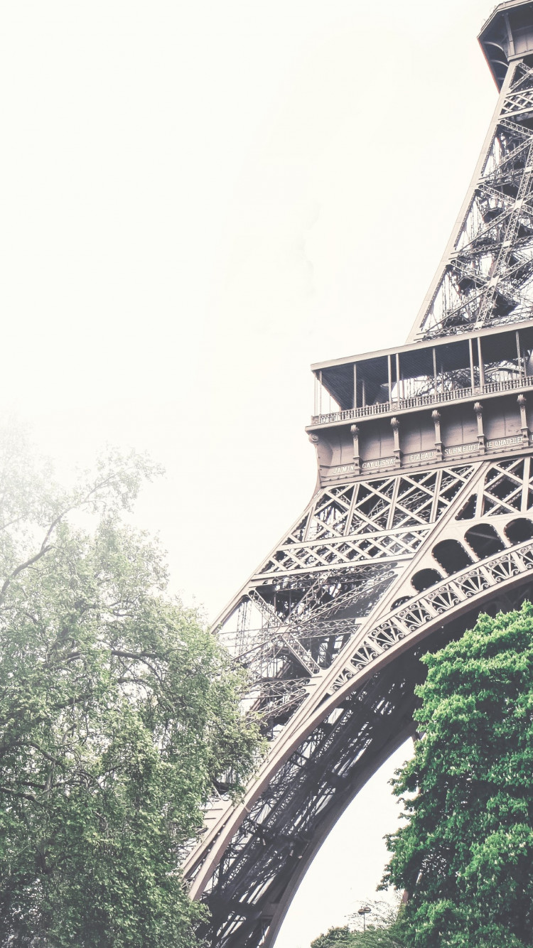 Tour Eiffel in a foggy day | 750x1334 wallpaper