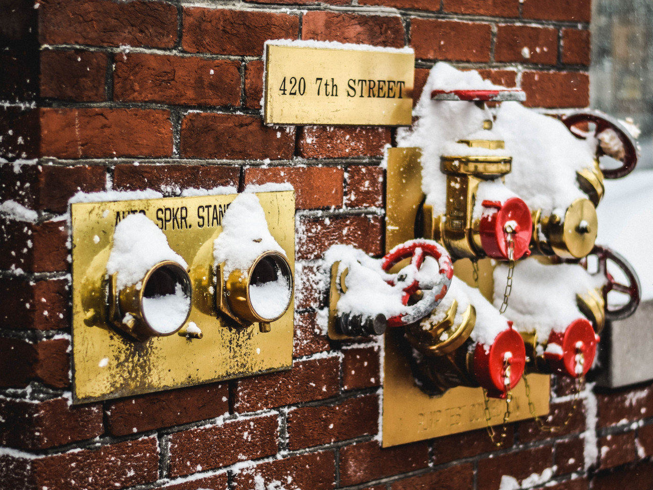 Snow covered fire standpipes in Washington | 1280x960 wallpaper