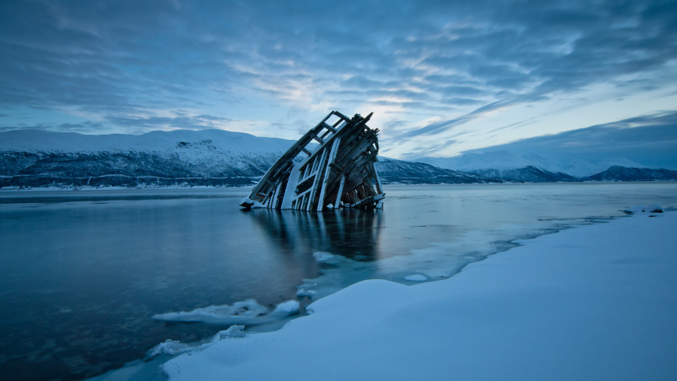 Frozen wreck wallpaper 1366x768