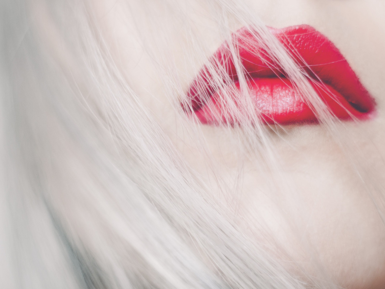 Red lips wallpaper 1280x960