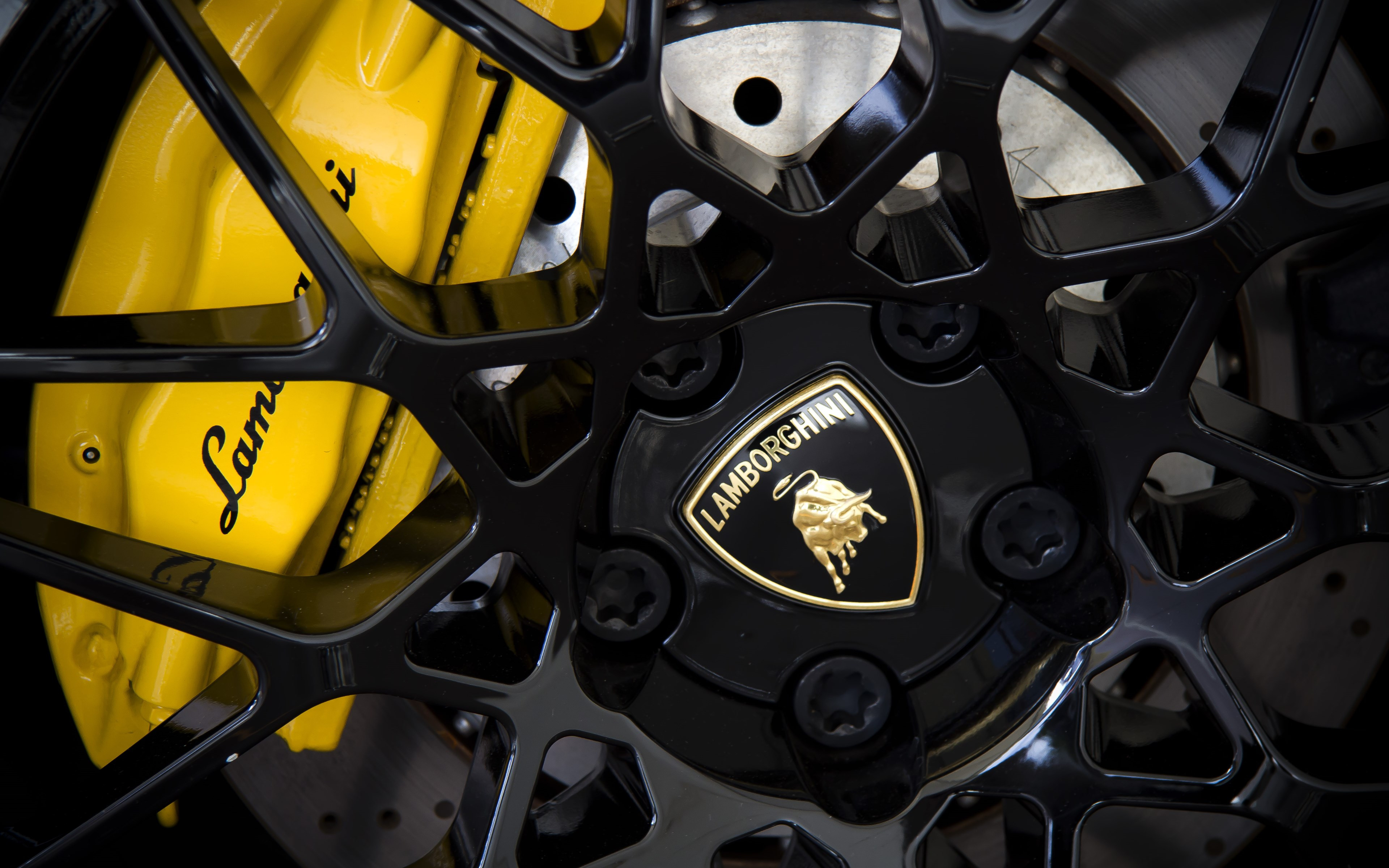 Lamborghini wheel wallpaper 3840x2400