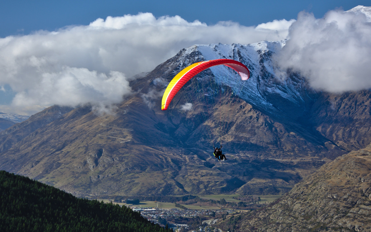 Paraglider up in the sky wallpaper 1280x800