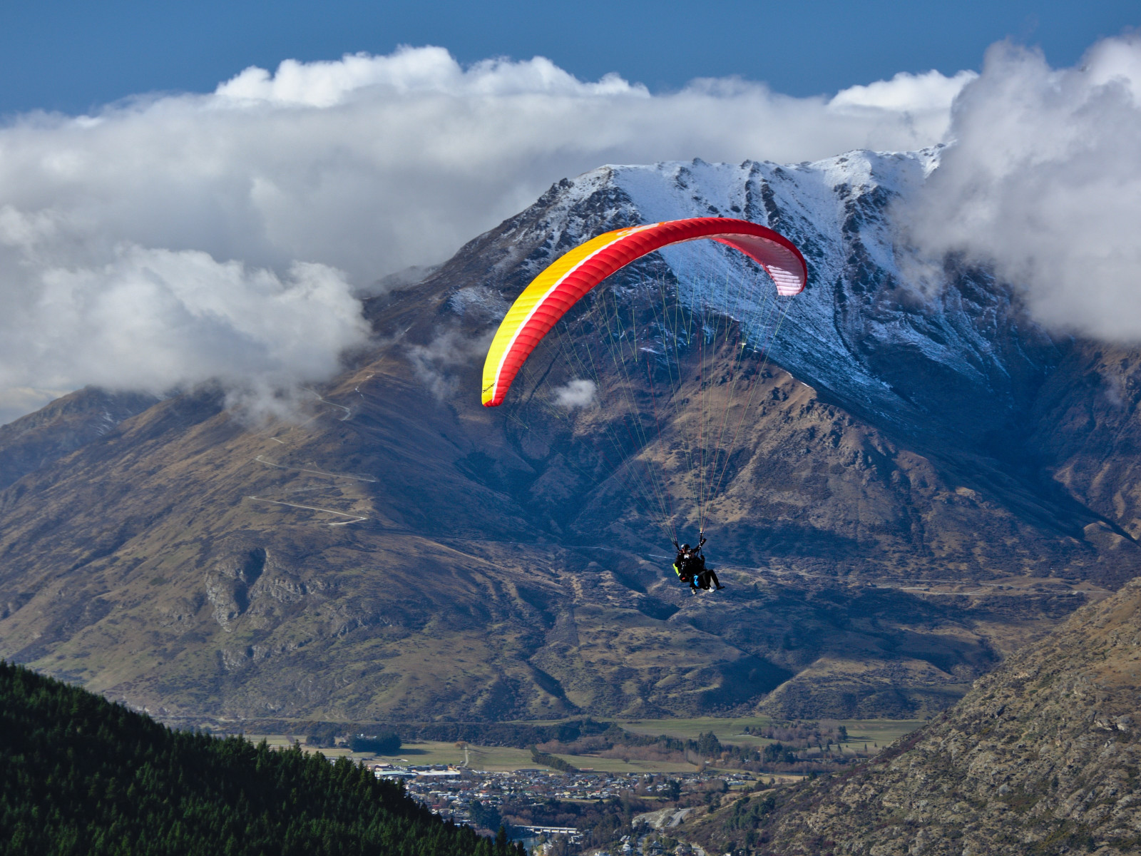 Paraglider up in the sky wallpaper 1600x1200