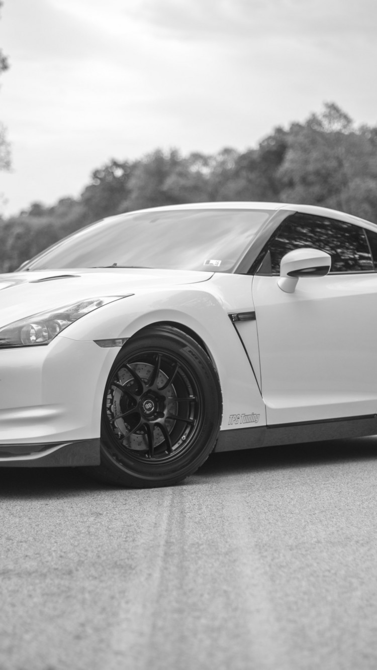 Nissan GT R wallpaper 750x1334