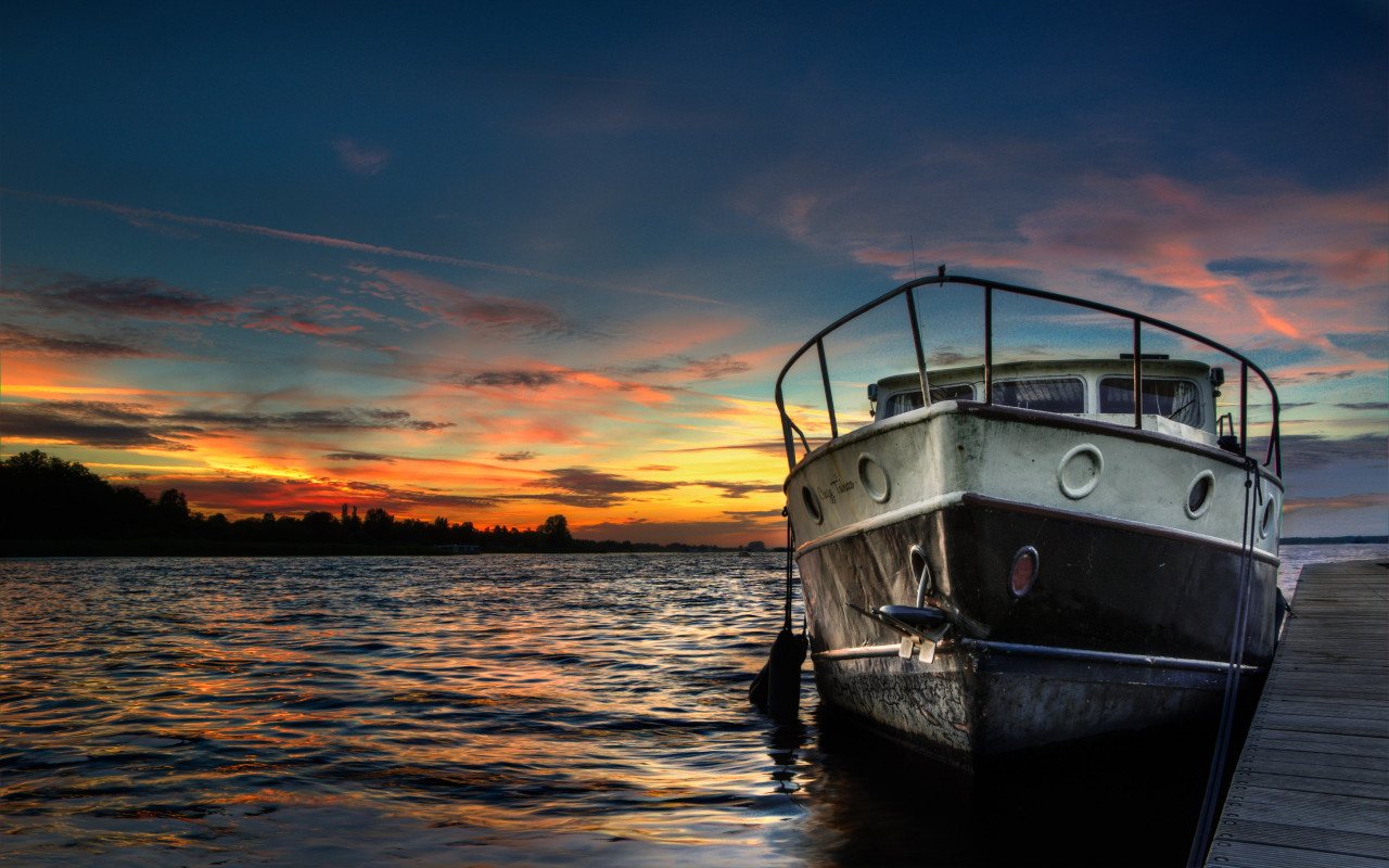 Boat and sunset in background wallpaper 1280x800