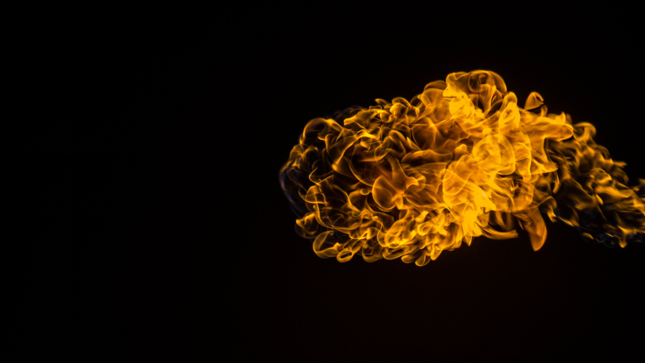 Flames effect wallpaper 2560x1440