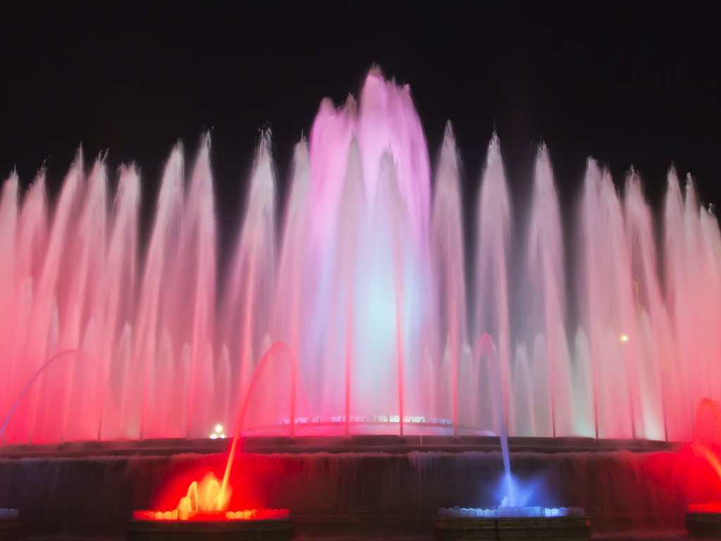 Fountains in Barcelona wallpaper 1024x768