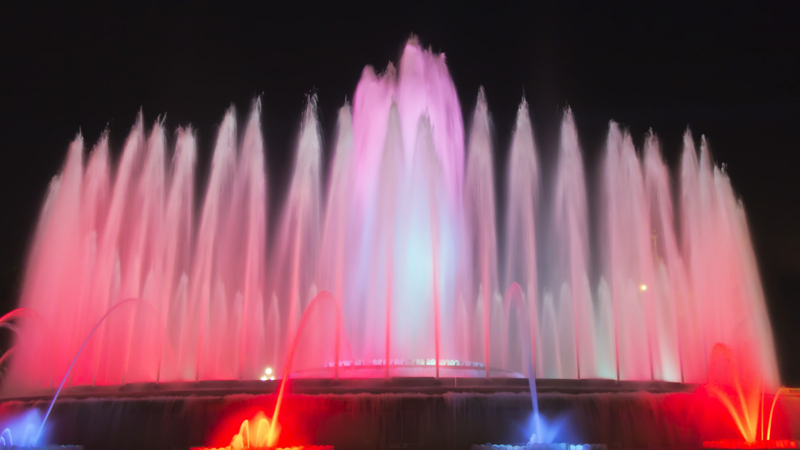 Fountains in Barcelona wallpaper 1600x900