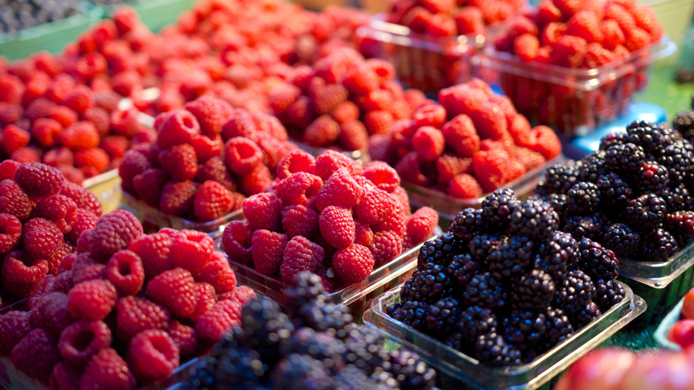 Fresh fruits at market wallpaper 1366x768