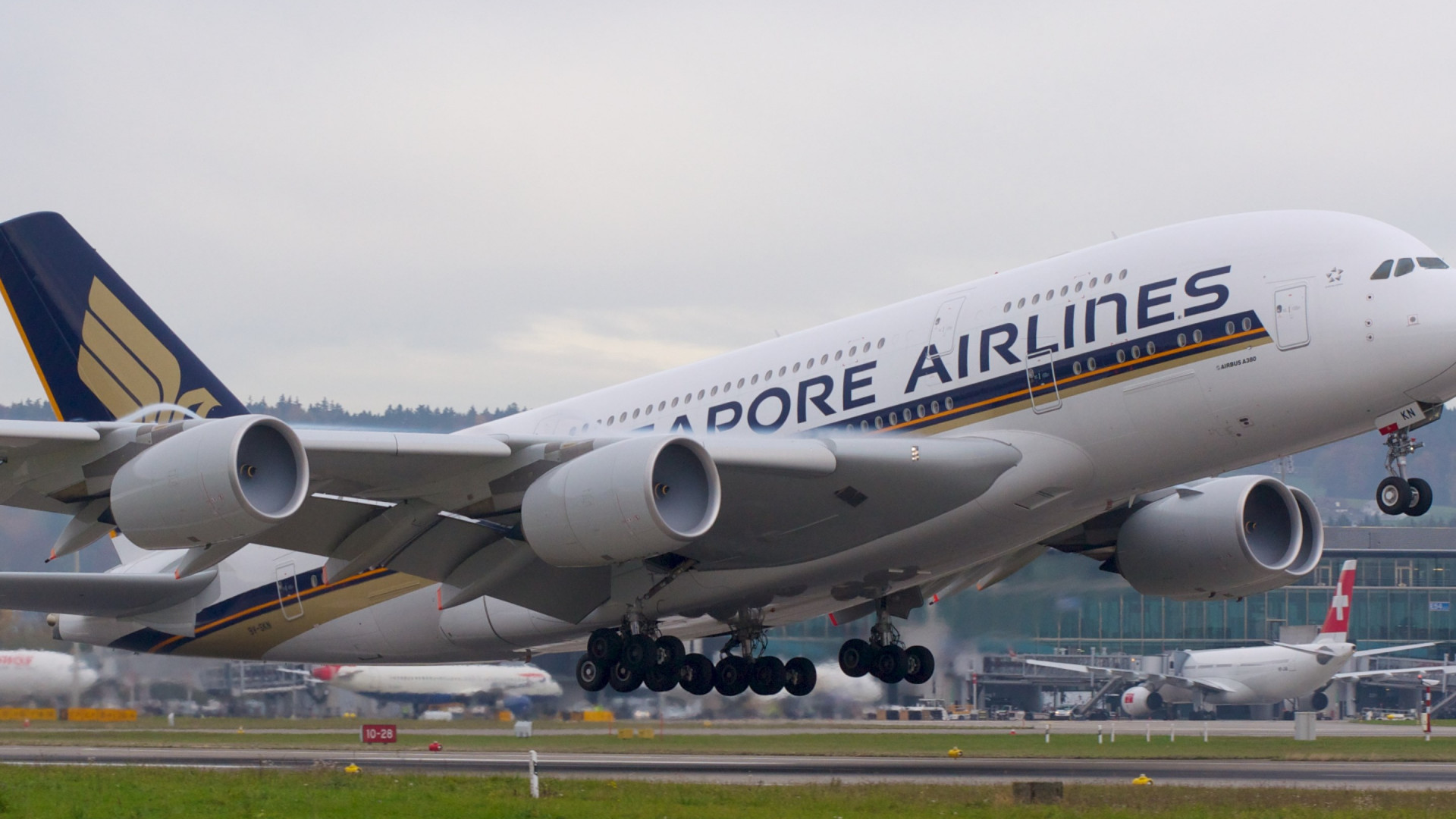 Passenger airplane from Singapore airlines wallpaper 1920x1080