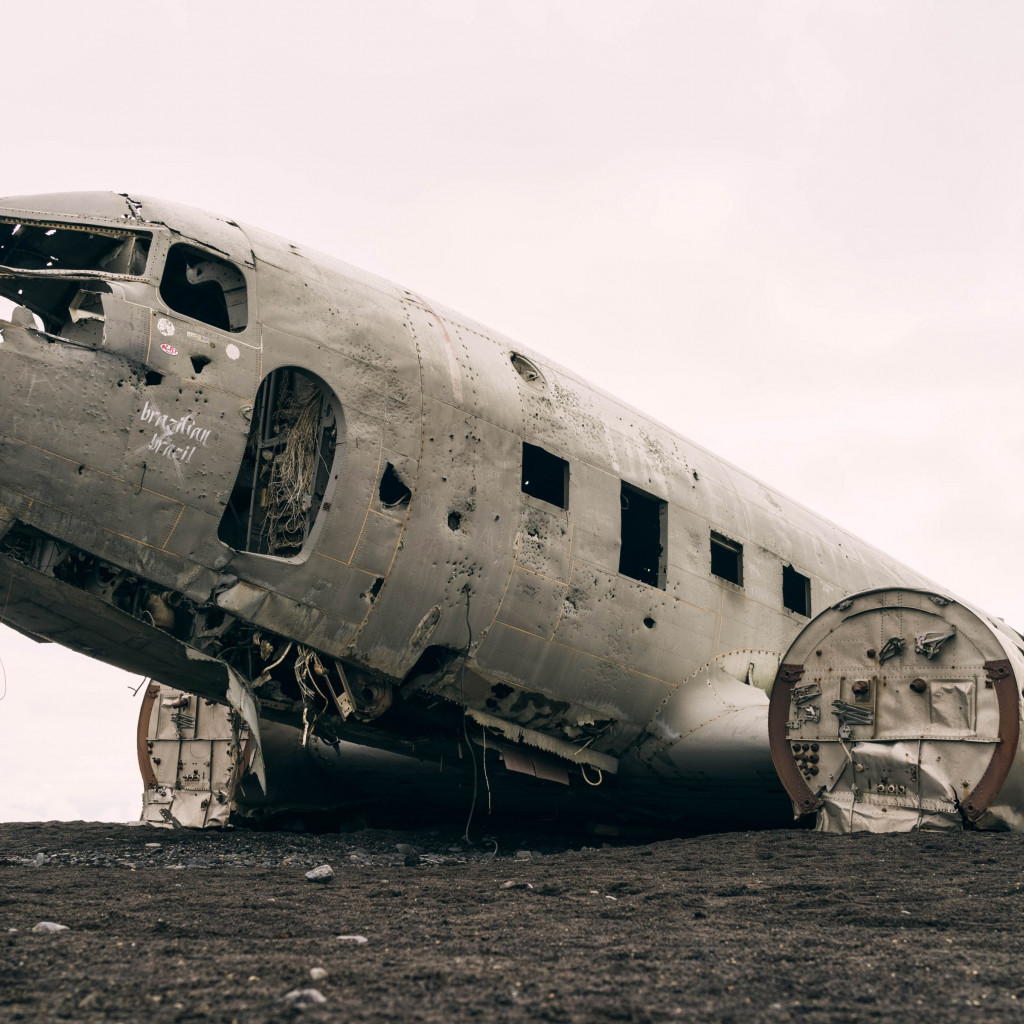 Wrecked airplane | 1024x1024 wallpaper