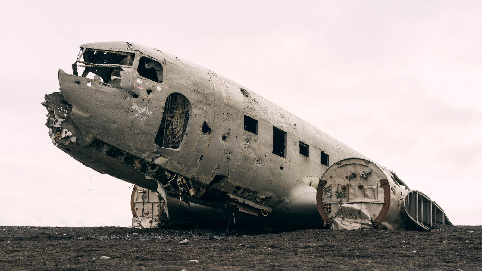 Wrecked airplane wallpaper 1600x900