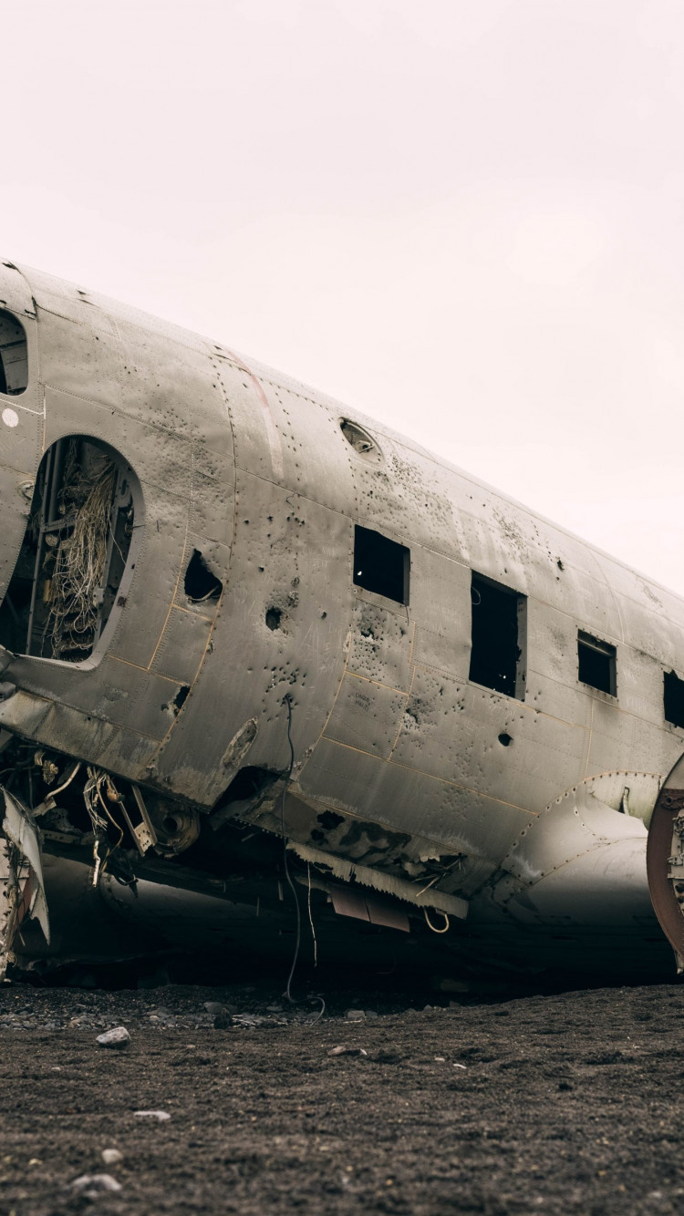 Wrecked airplane | 750x1334 wallpaper