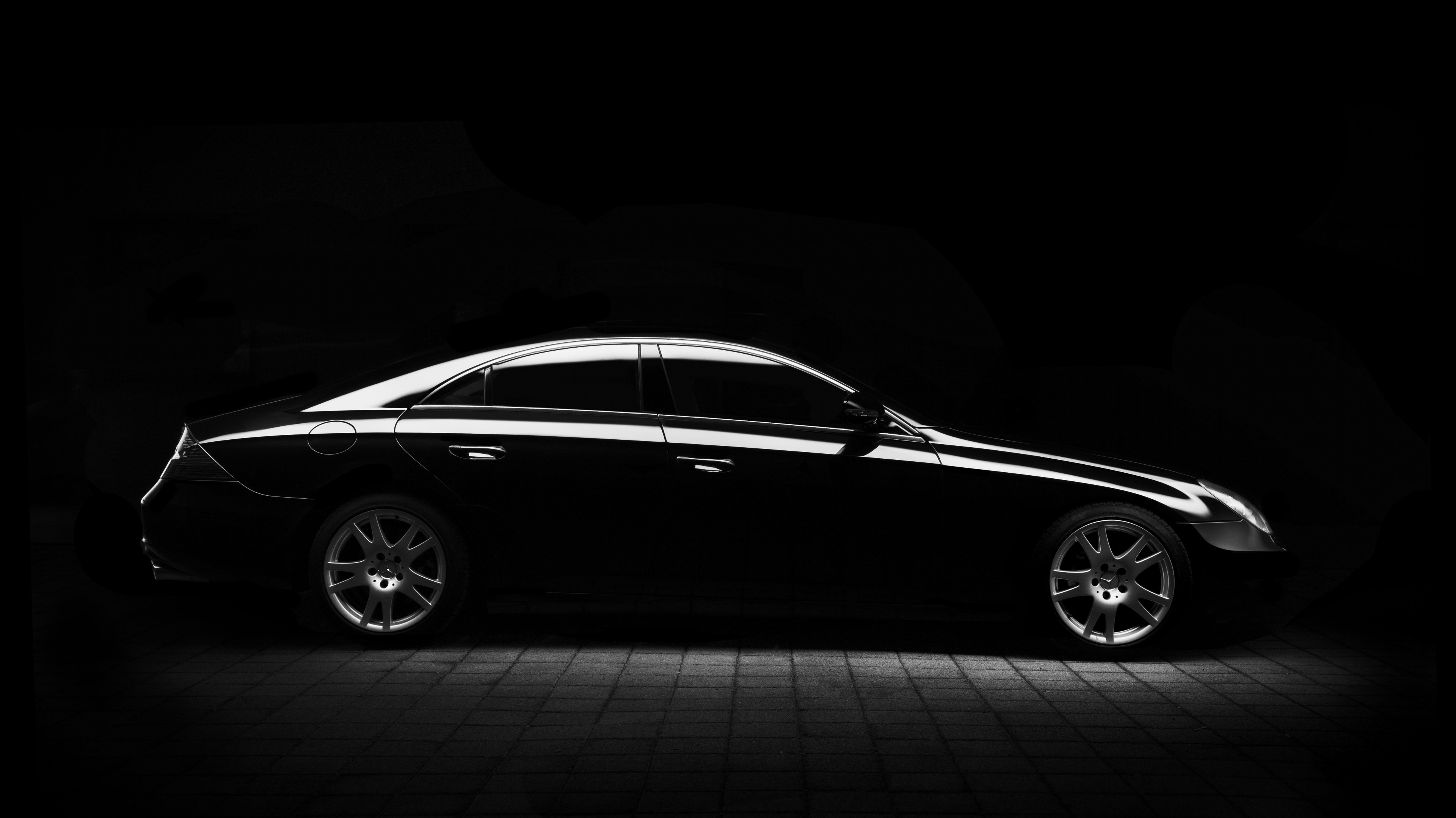 Silhouette of a Mercedes car | 3840x2160 wallpaper