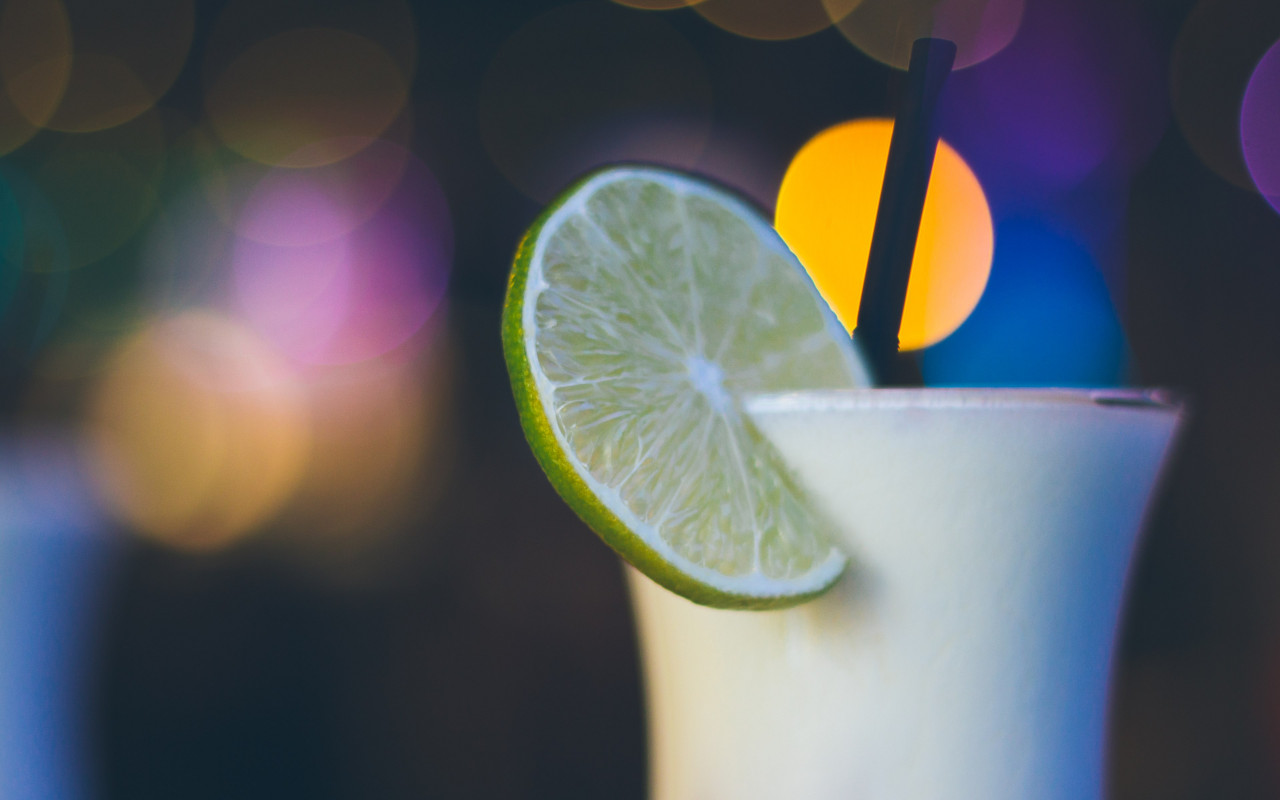 Exotic cocktail with lime | 1280x800 wallpaper