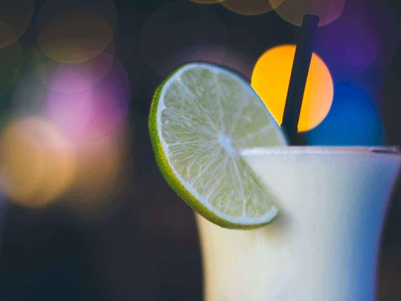 Exotic cocktail with lime wallpaper 1280x960