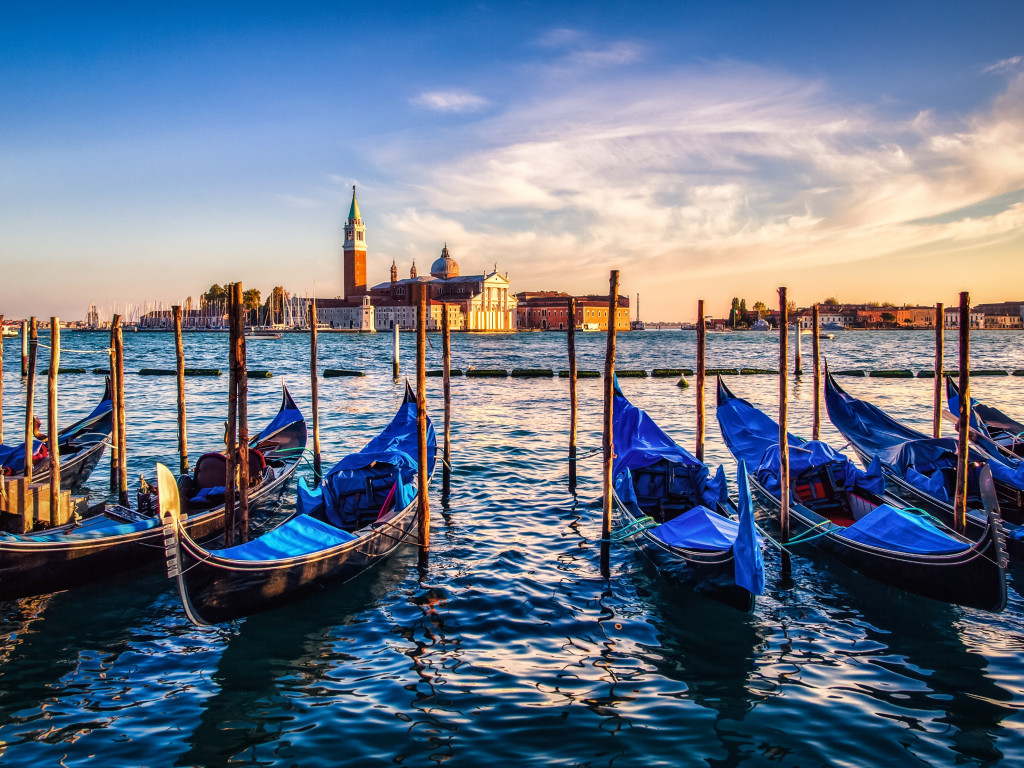Gondolas from Venice at sunset wallpaper 1024x768