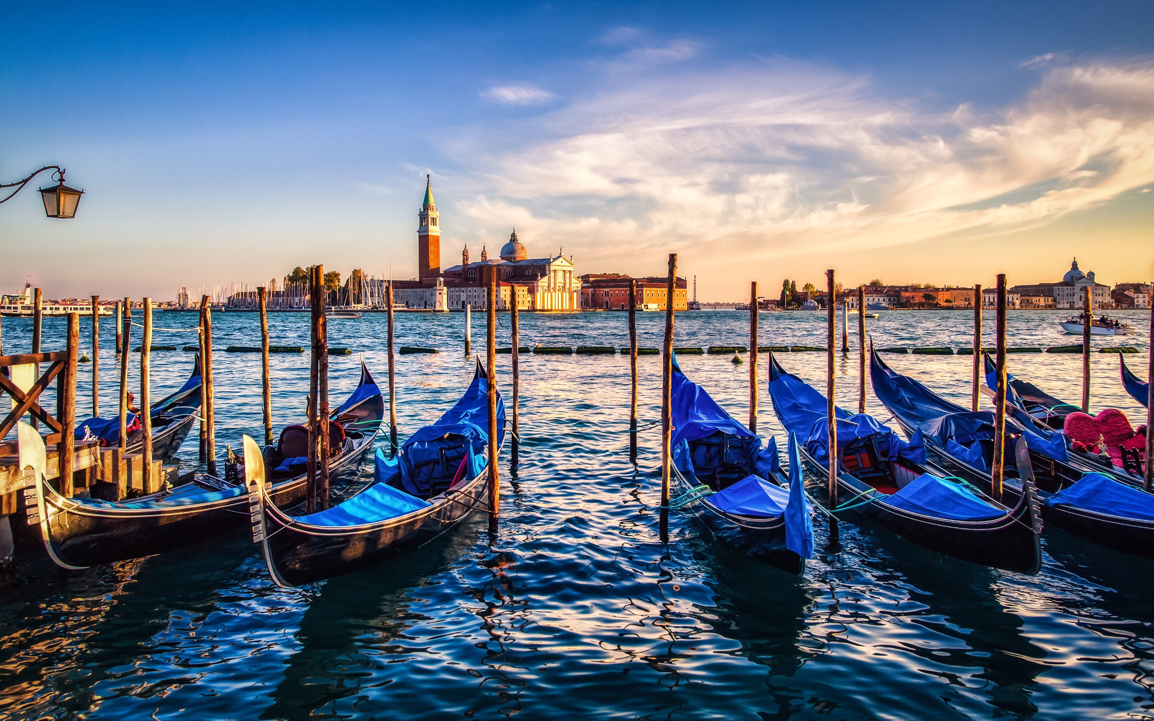 Gondolas from Venice at sunset wallpaper 3840x2400