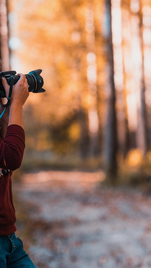 Photographer takes pictures in nature wallpaper 480x854