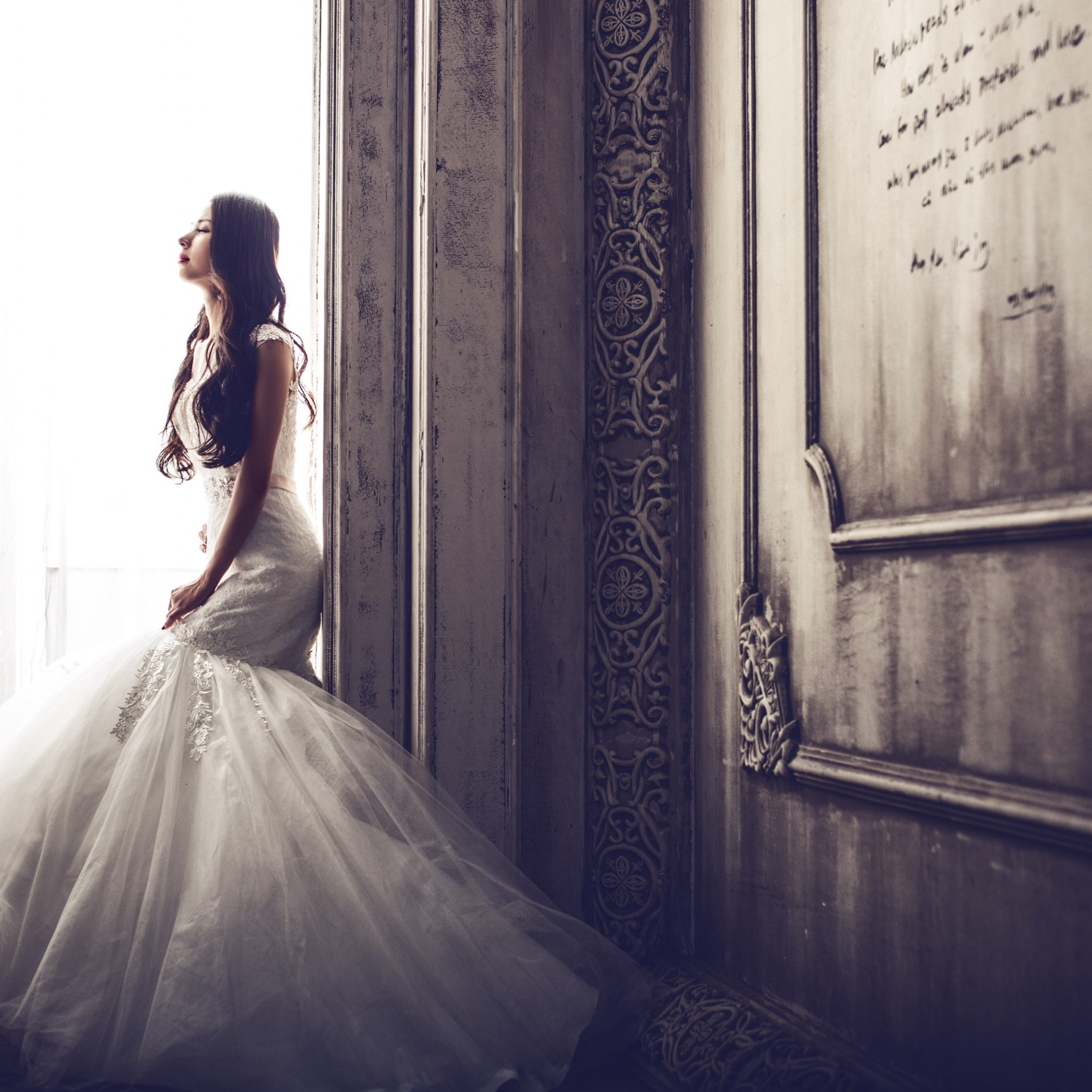 Bride in castle wallpaper 2048x2048