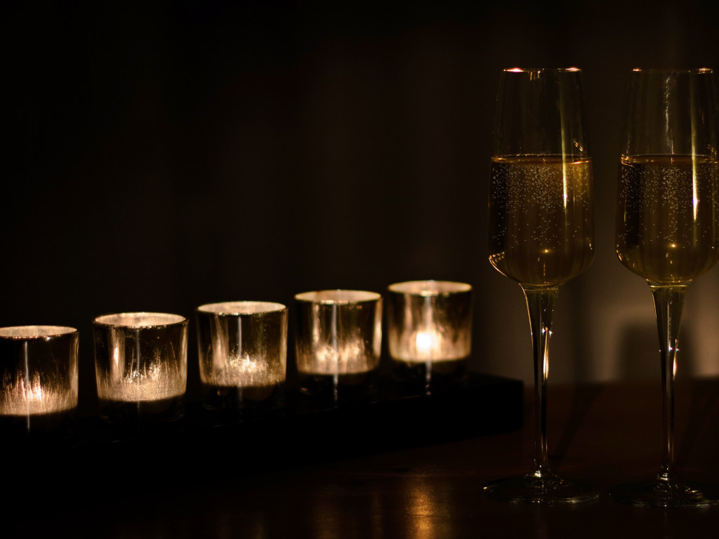 Champagne and candles | 1024x768 wallpaper