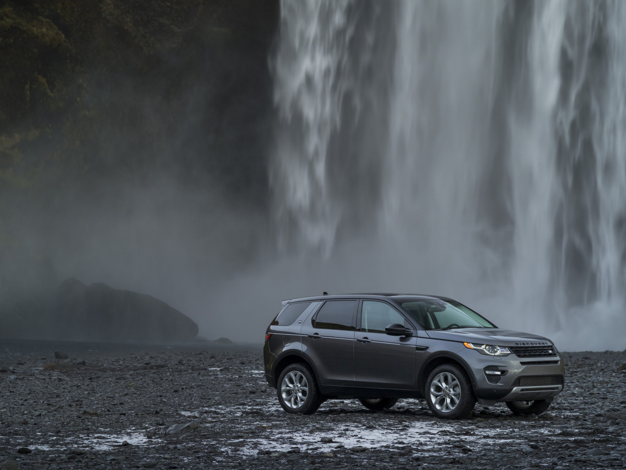 Land Rover Discovery Sport wallpaper 1280x960