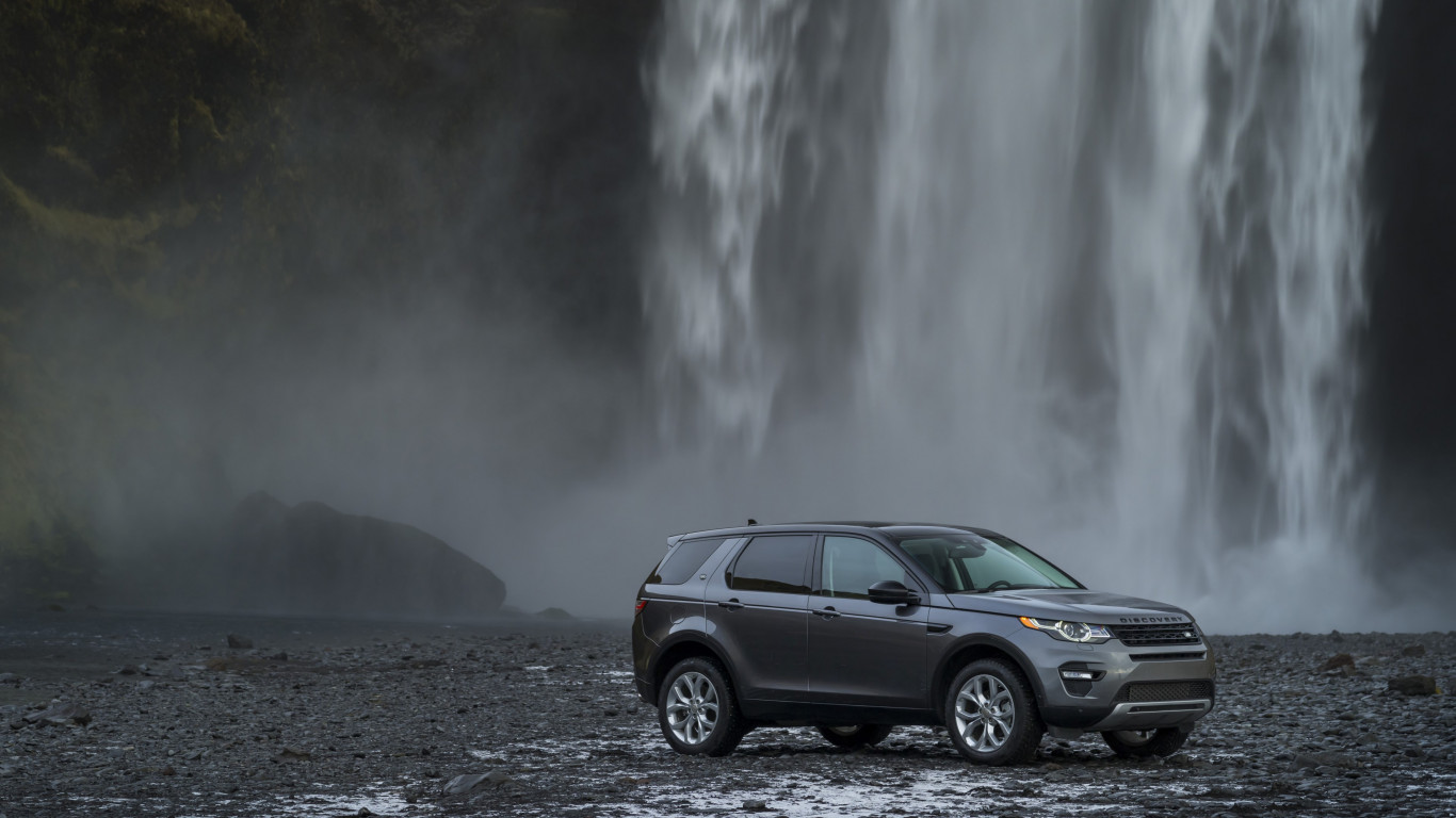 Land Rover Discovery Sport wallpaper 1366x768