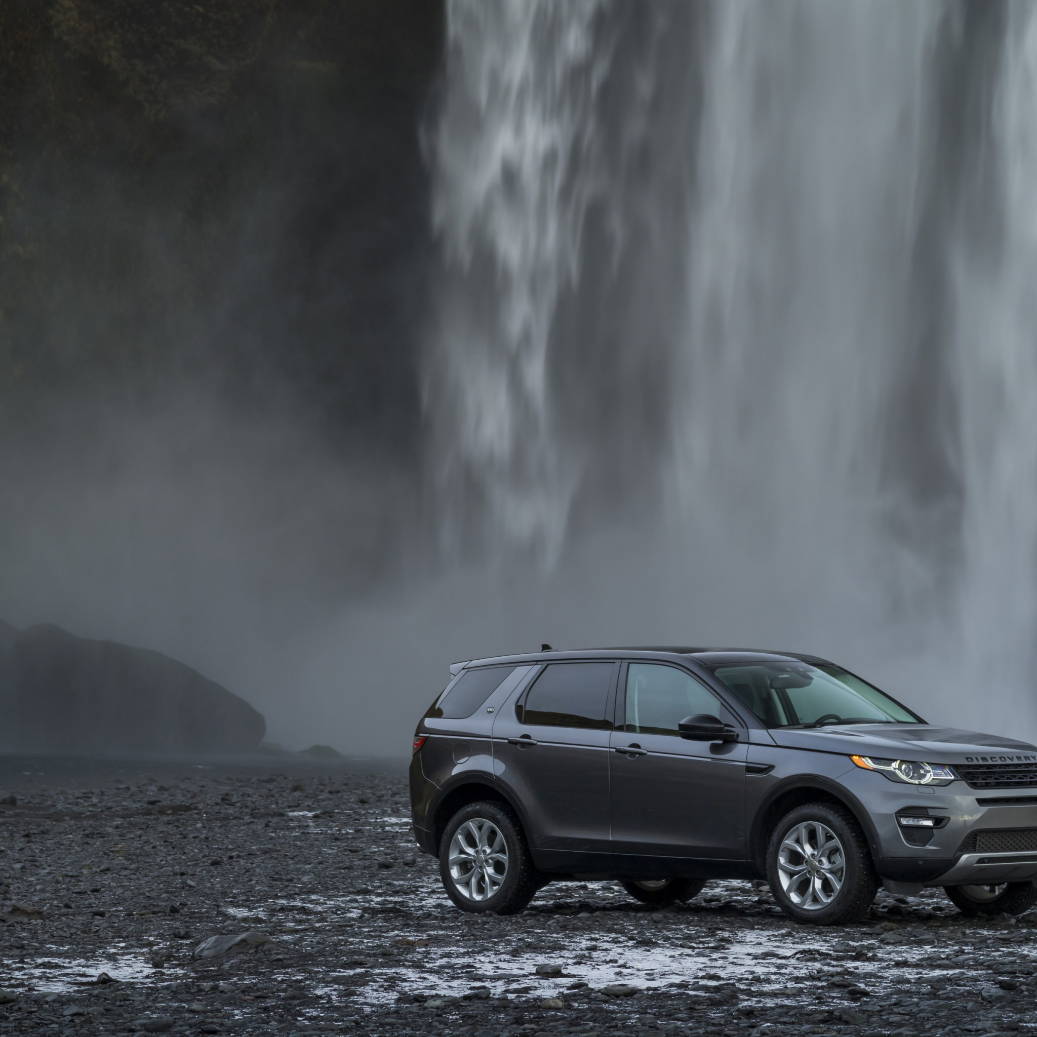 Land Rover Discovery Sport wallpaper 2048x2048