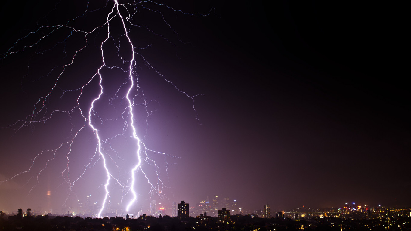 Lightnings above Sydney | 1366x768 wallpaper