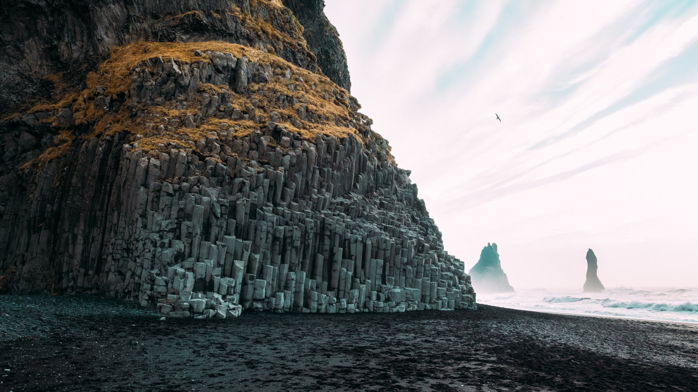 Reynisfjara, Black Pebble beach | 1366x768 wallpaper