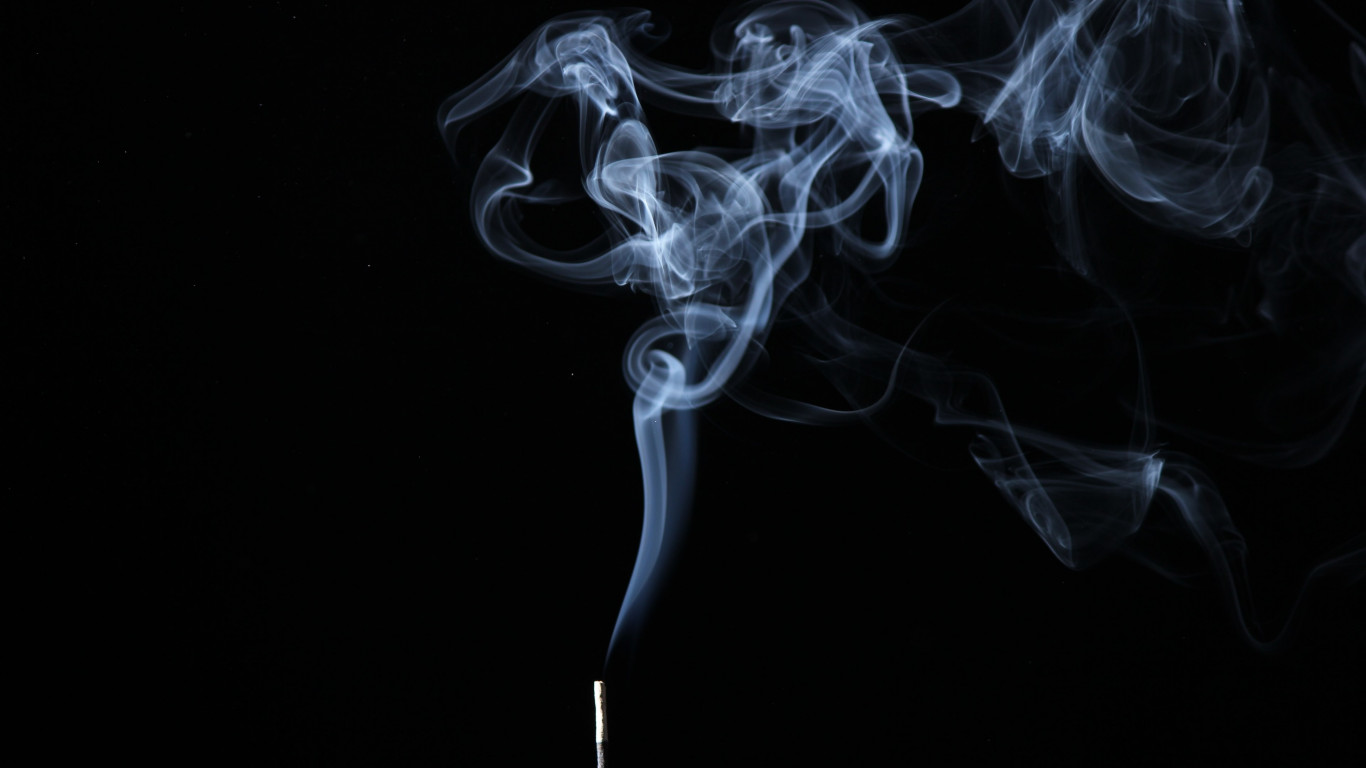 Smoke on black background wallpaper 1366x768
