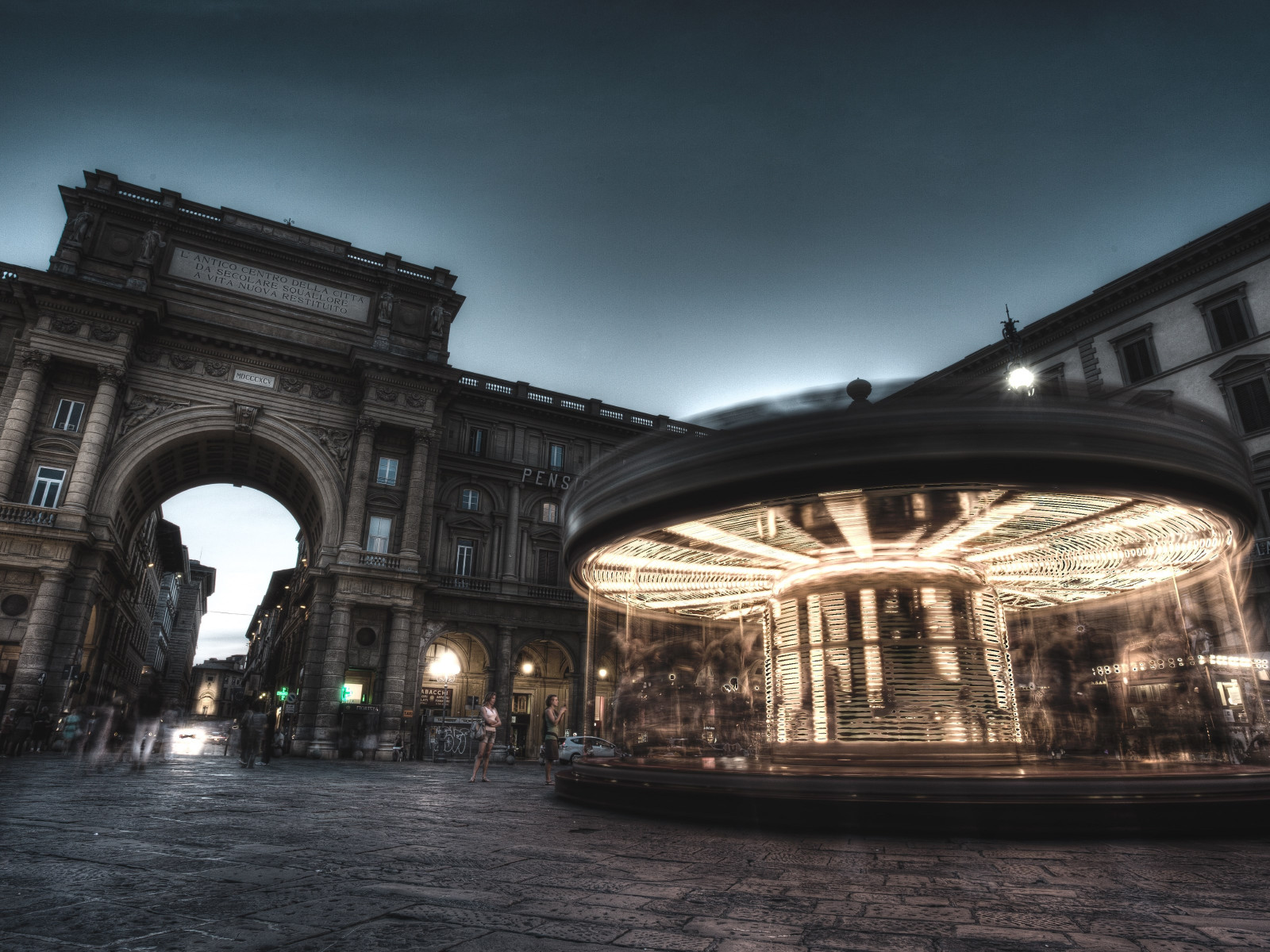 Carousel, people and buildings from Florence wallpaper 1600x1200