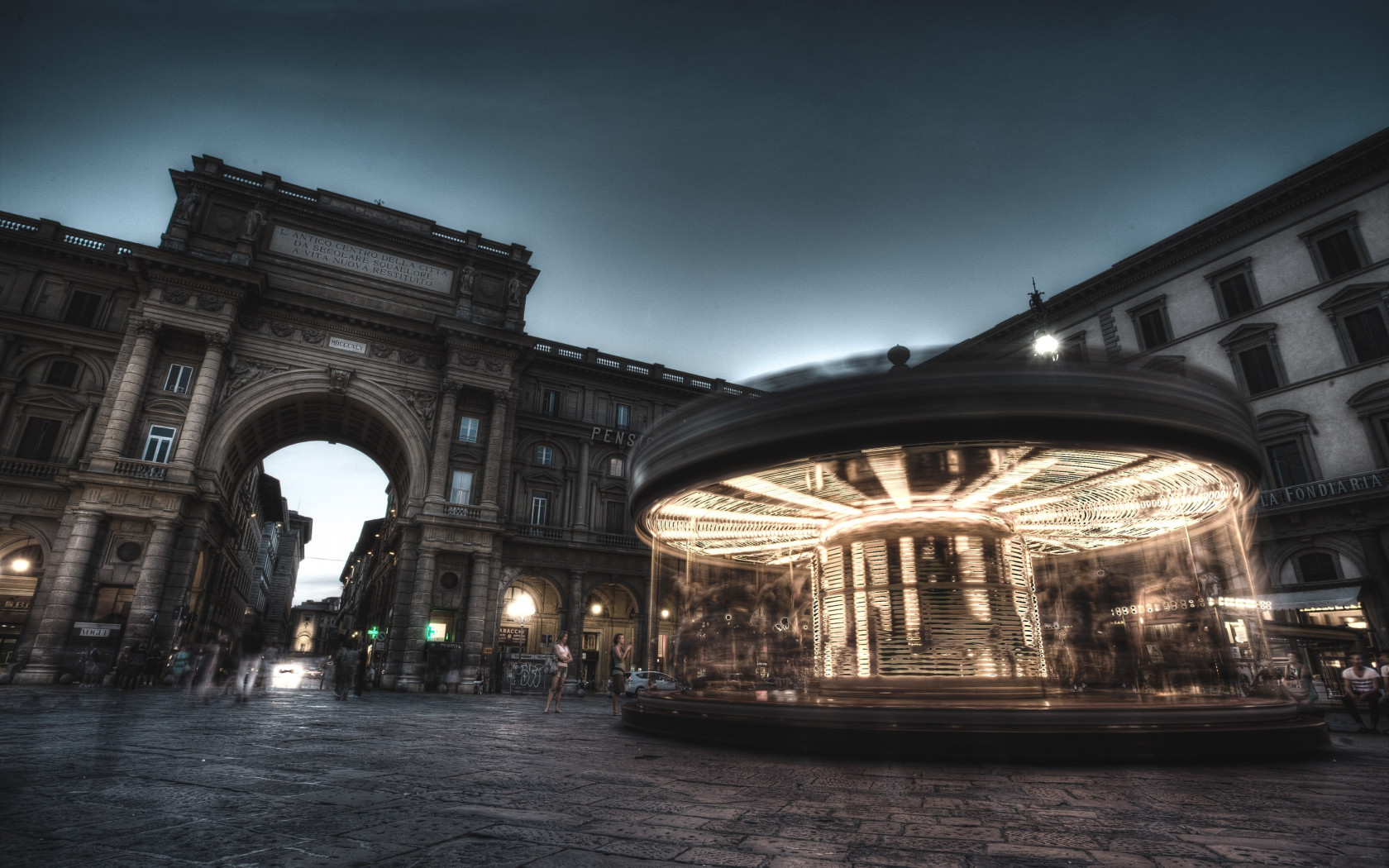 Carousel, people and buildings from Florence | 1680x1050 wallpaper