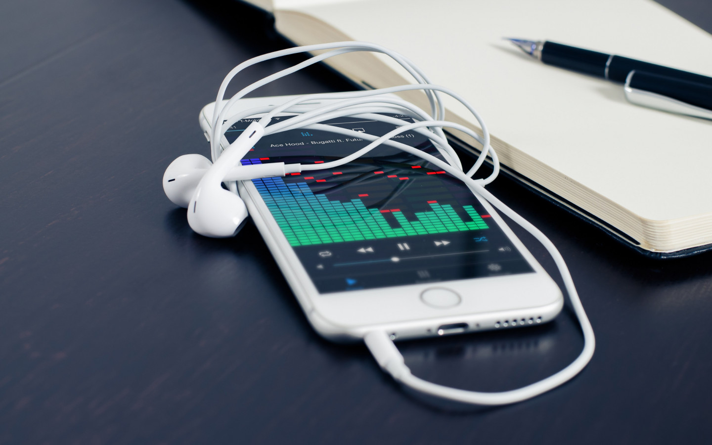 Music plays on the iPhone's earphones wallpaper 1440x900