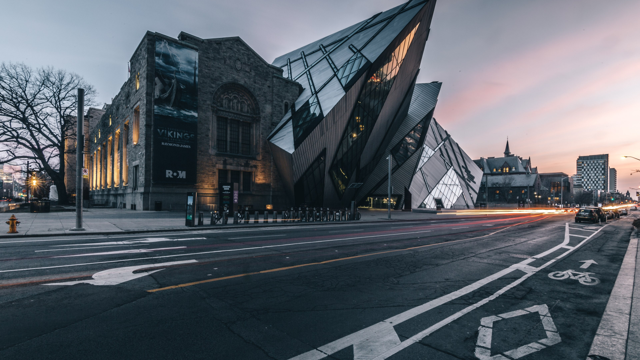 Royal Ontario Museum at sunset wallpaper 2560x1440