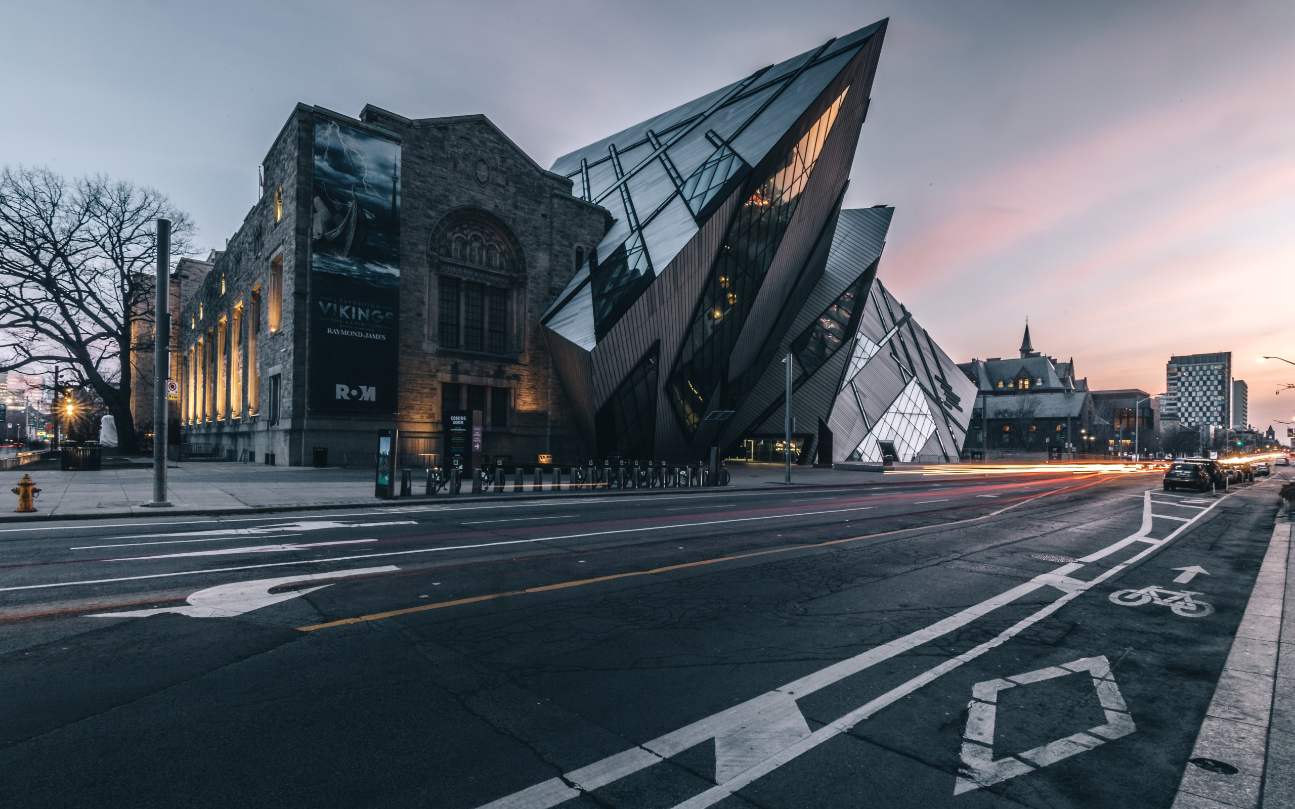 Royal Ontario Museum at sunset wallpaper 2560x1600