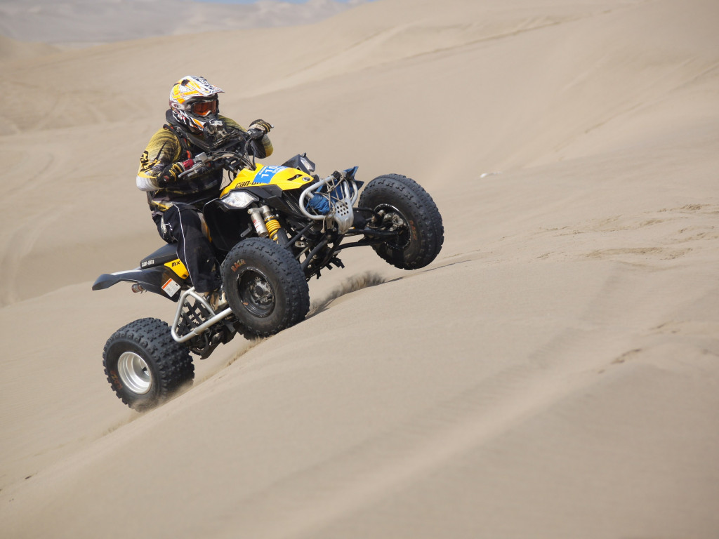 Racing with ATV | 1024x768 wallpaper