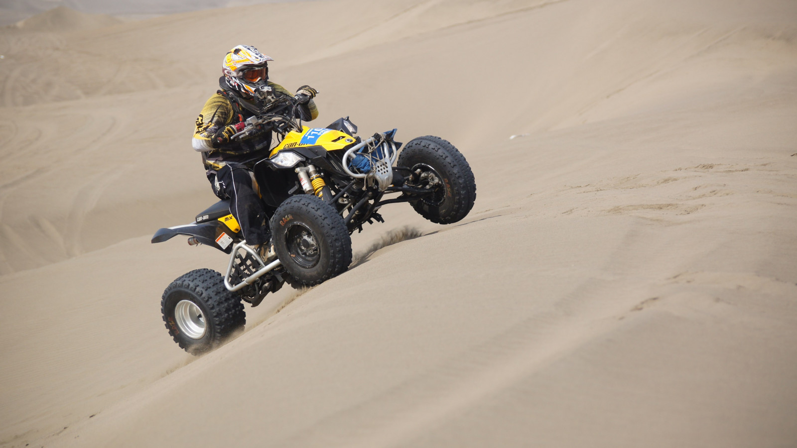 Racing with ATV | 1600x900 wallpaper