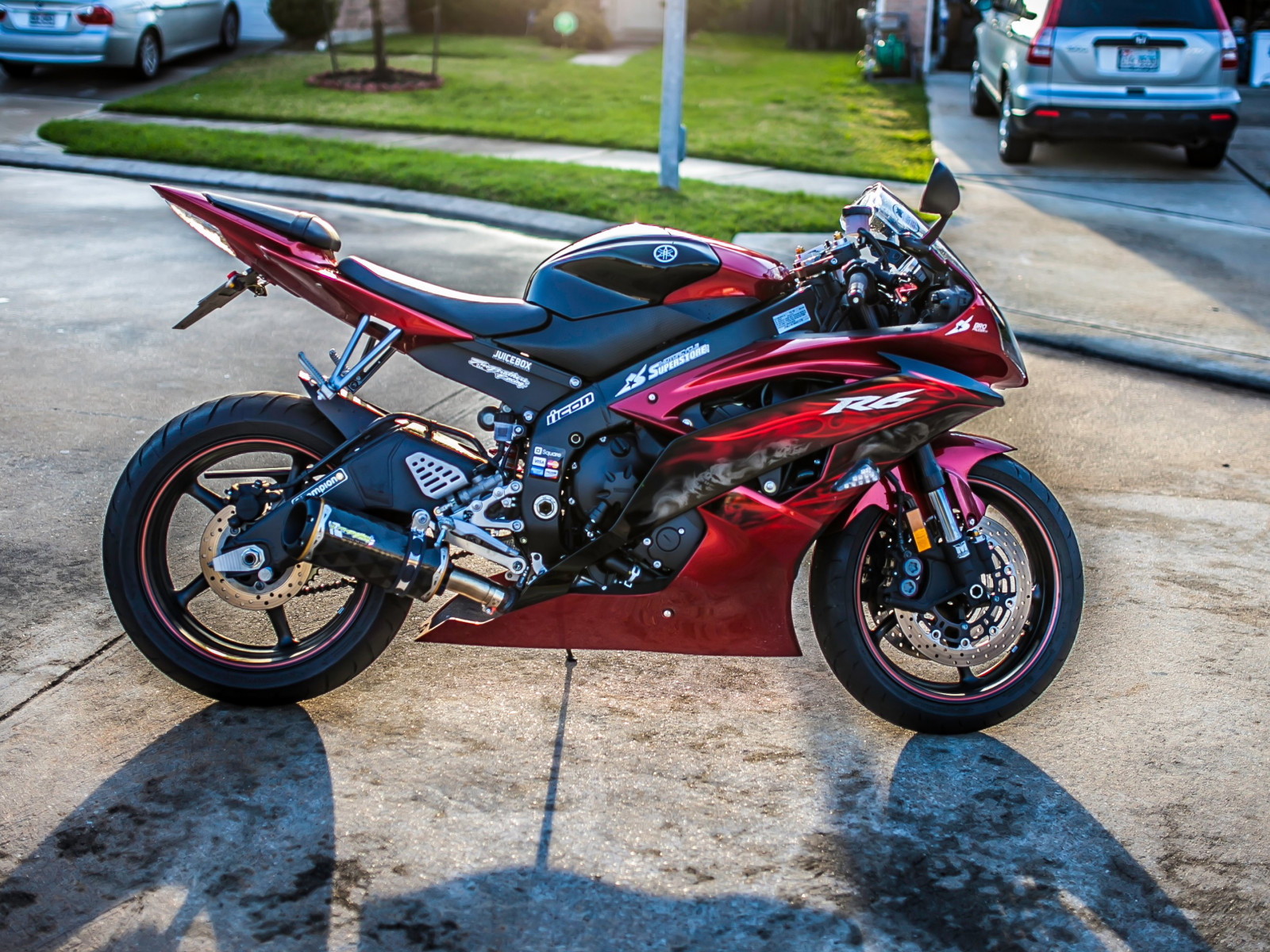 Yamaha R6 motorcycle wallpaper 1600x1200
