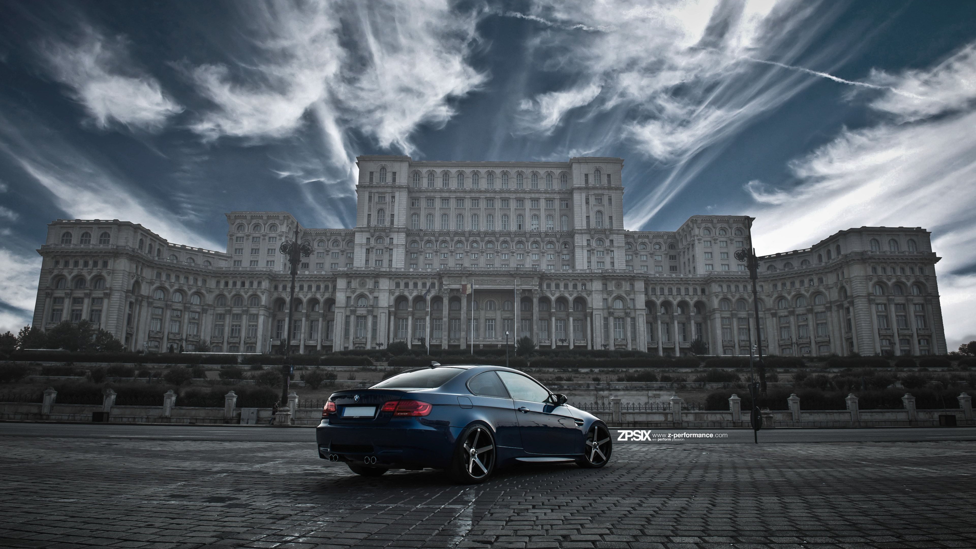 BMW E92 M3 in front of Palace of the Parliament wallpaper 3840x2160
