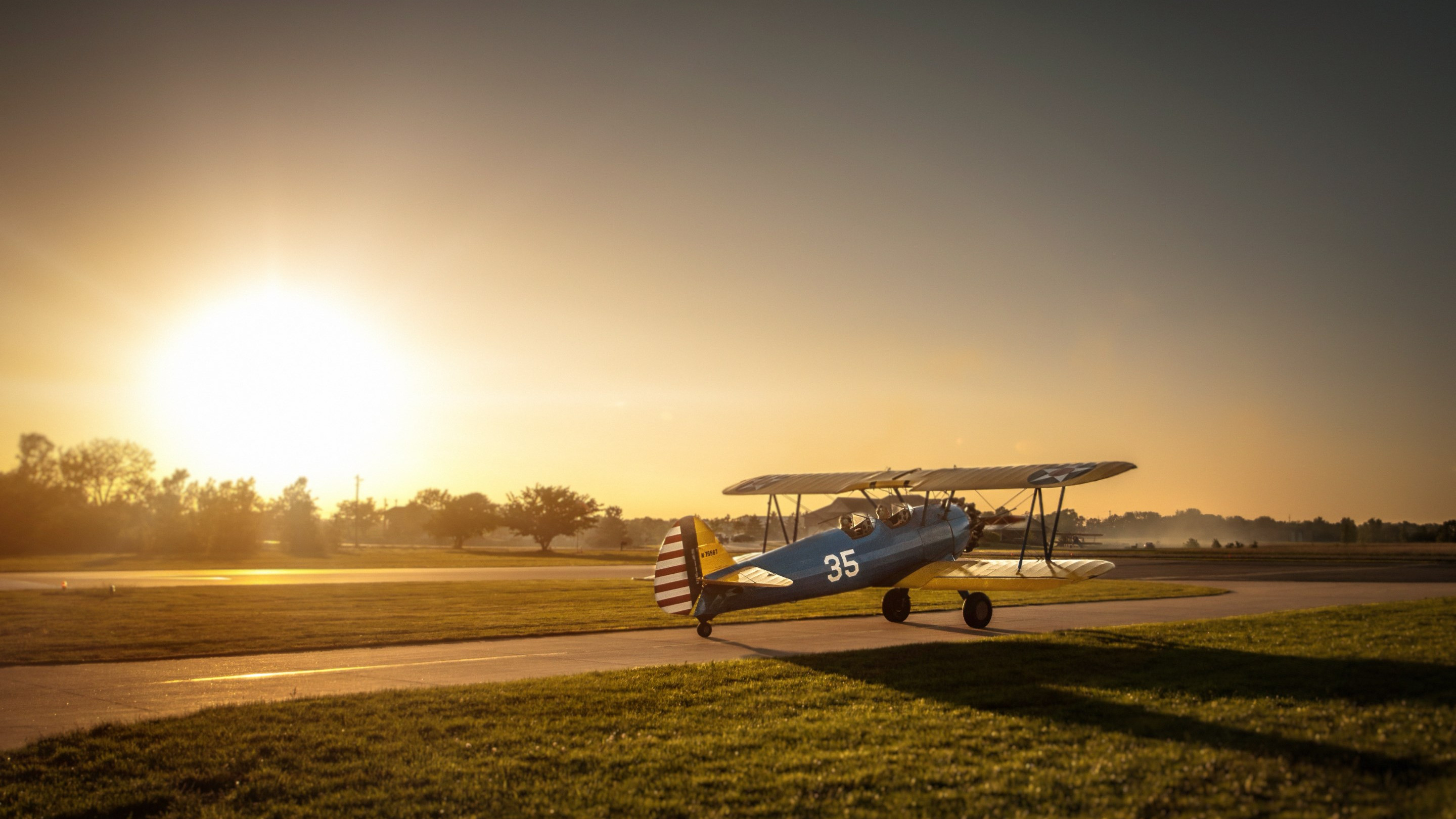 Boeing Stearman Airplane wallpaper 2880x1620