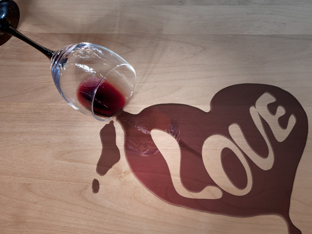 Wine and love wallpaper 1024x768