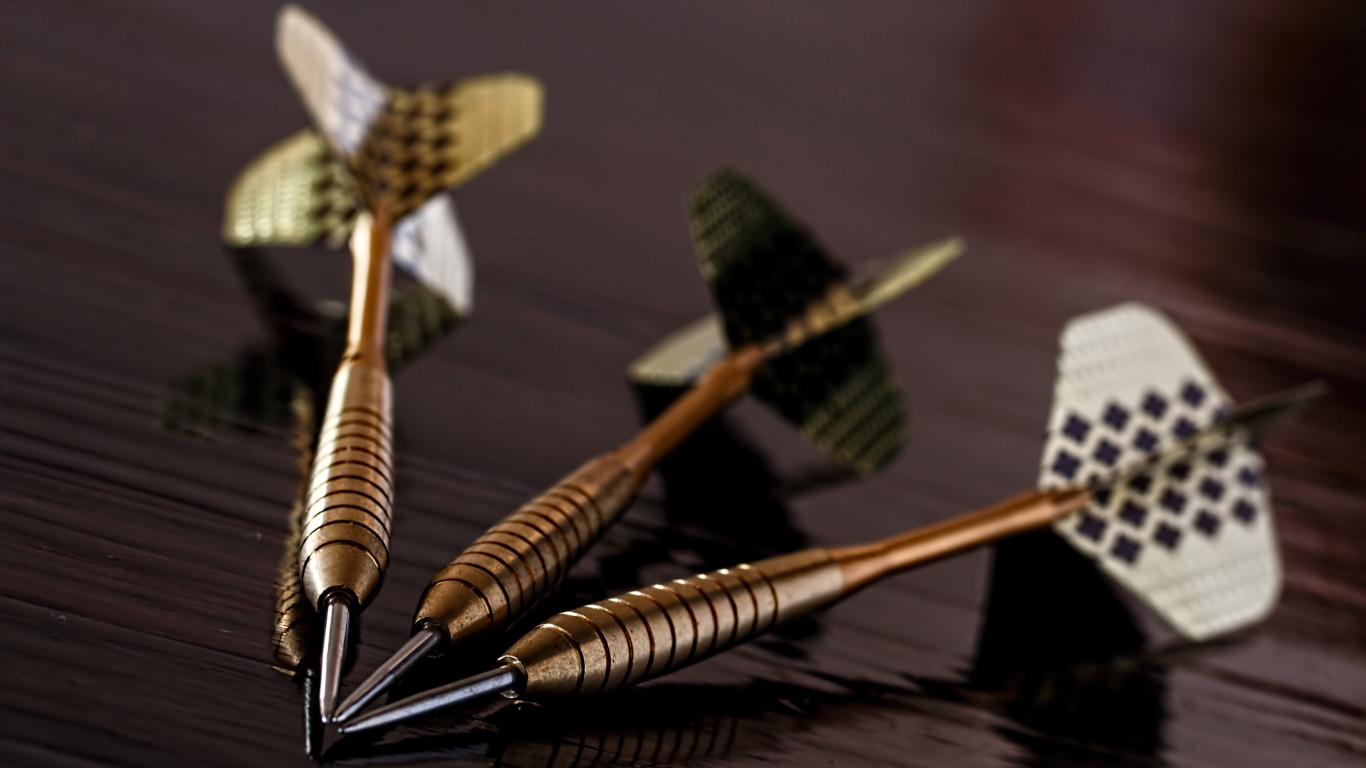 Darts arrows | 1366x768 wallpaper