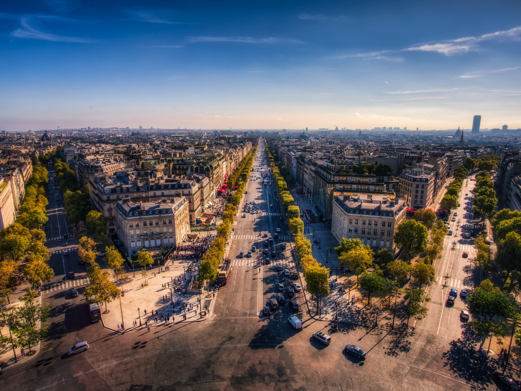 Champs Elysees. Paris, France wallpaper 1024x768