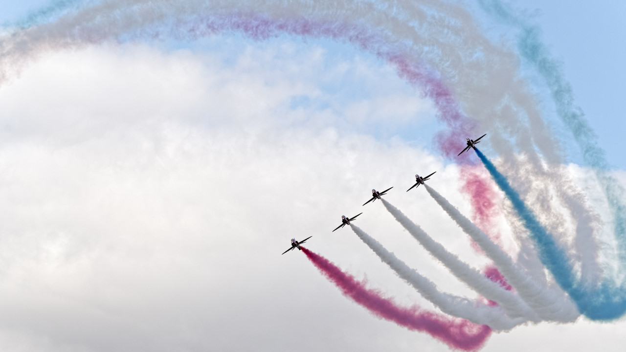 Red Arrows at Sywell Air Show wallpaper 1280x720