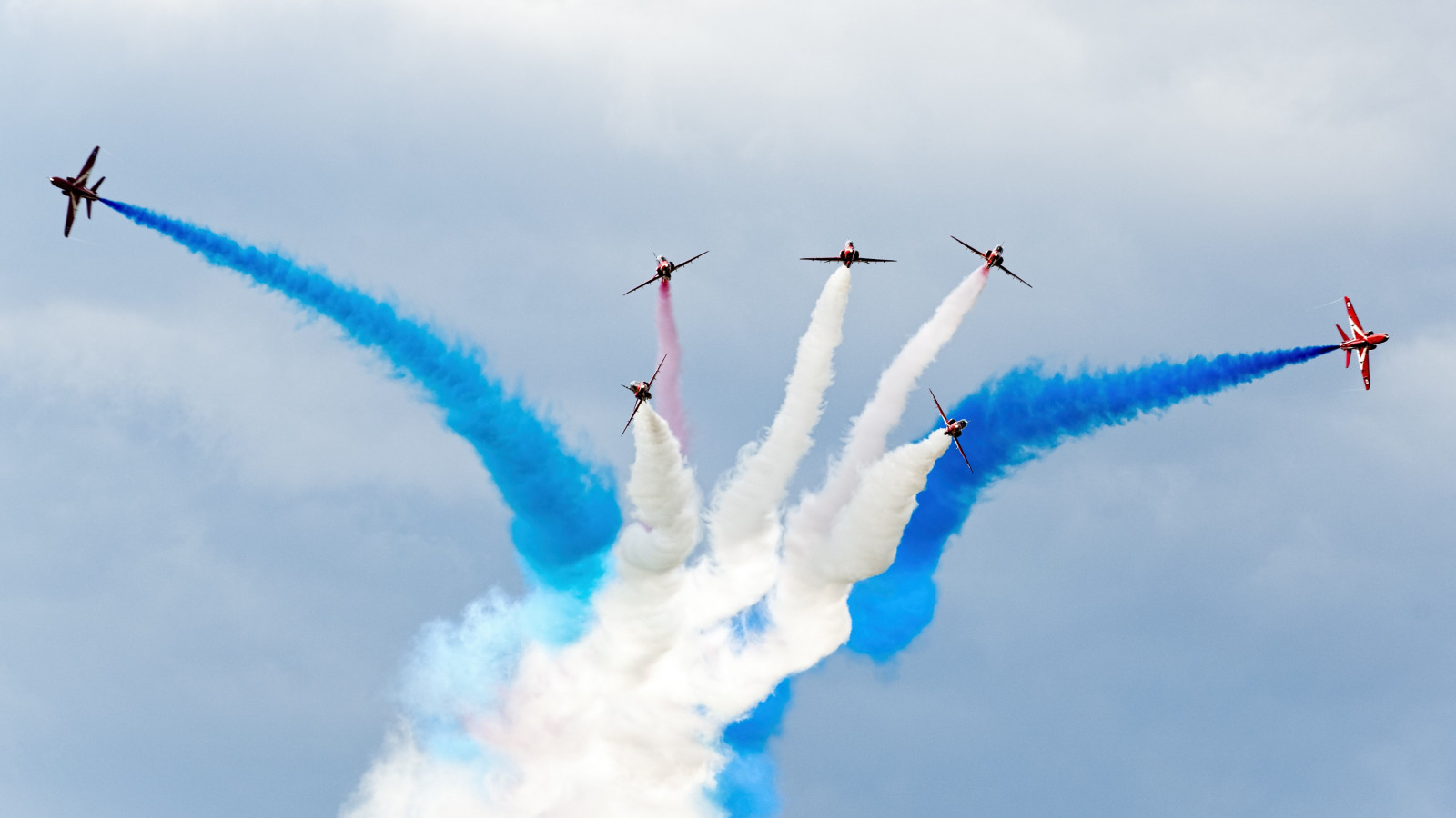 Red Arrows squadron wallpaper 1600x900