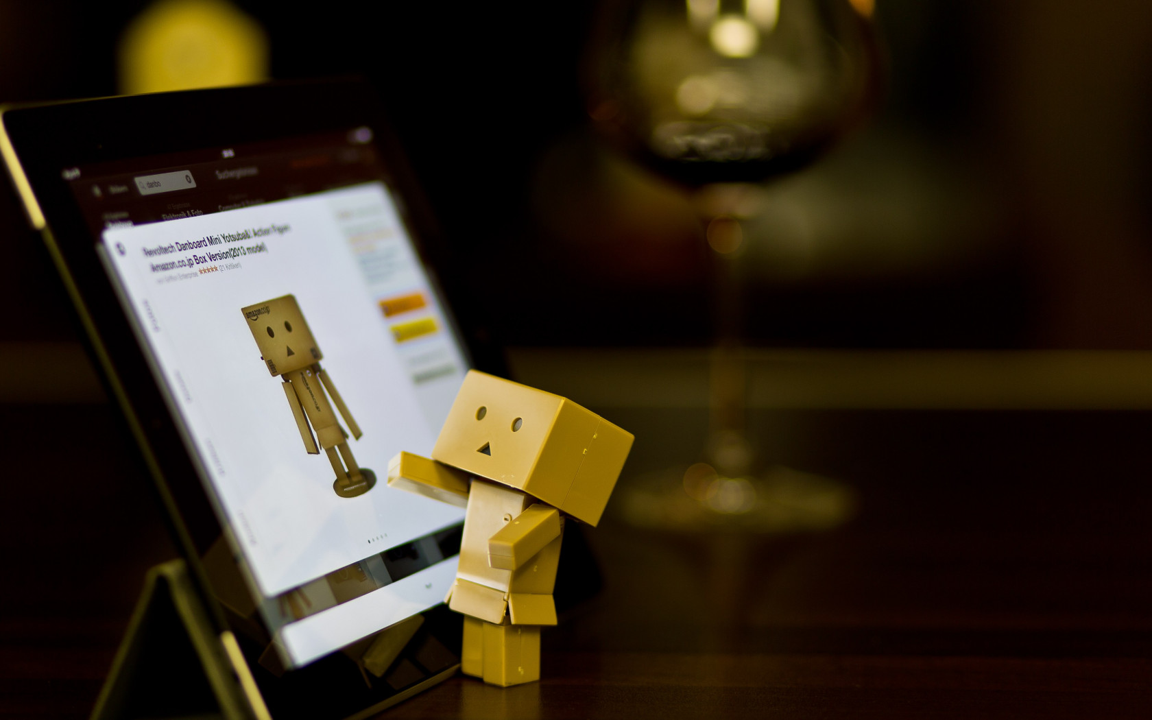 Danbo with tablet wallpaper 1680x1050