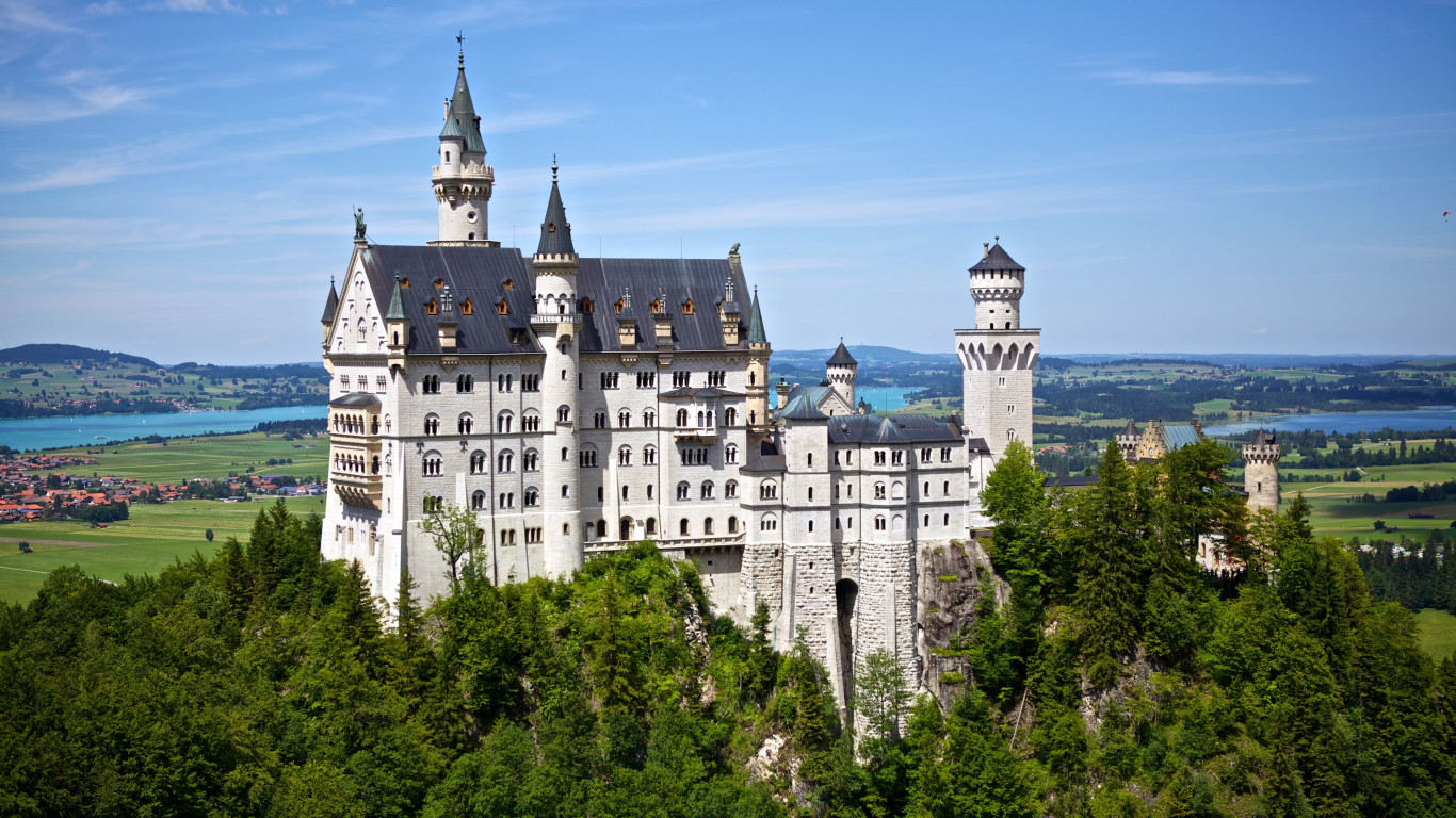 Neuschwanstein castle wallpaper 1366x768