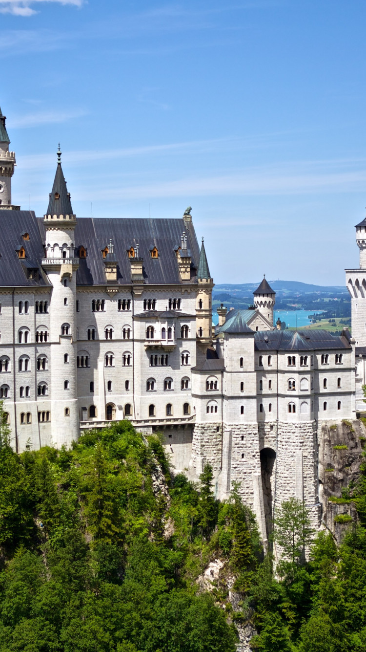 Neuschwanstein castle wallpaper 750x1334